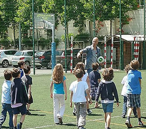 Mitchell Van Der Gaag nas escolas