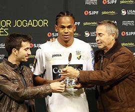 Rambé recebe prémio de Melhor Jogador da Liga2