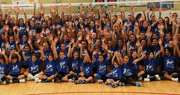 Voleibol azul em destaque
