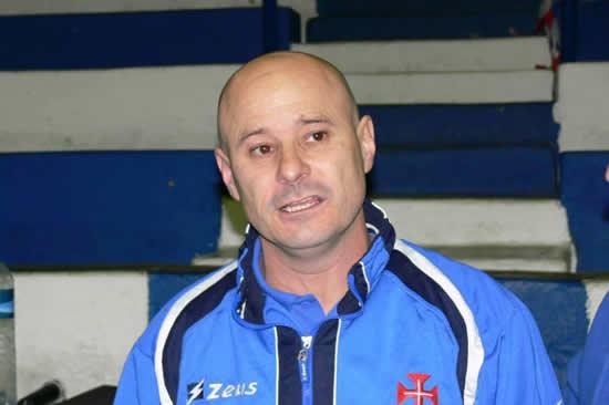 Renovação com o técnico Carlos Teixeira