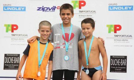 Atletas em actividade em Águas Abertas e Aquatlo