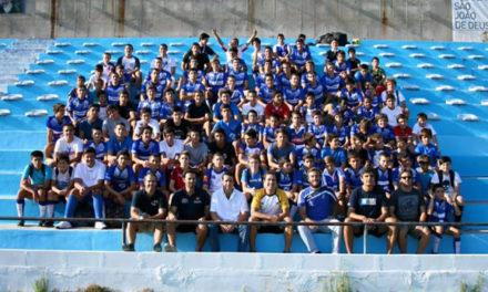 28 atletas da formação nas selecções