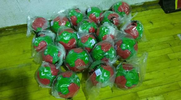 NAA entrega bolas para a formação