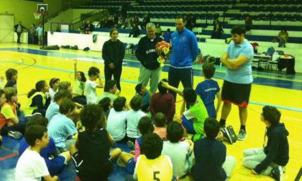 Hugo Aurélio em visita ao Minibasquete