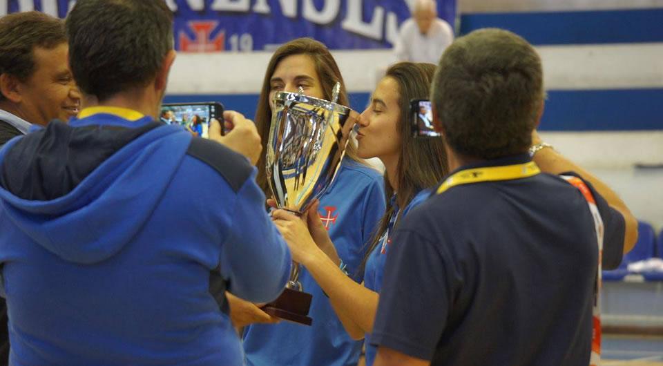 Juniores femininos levantam Troféu