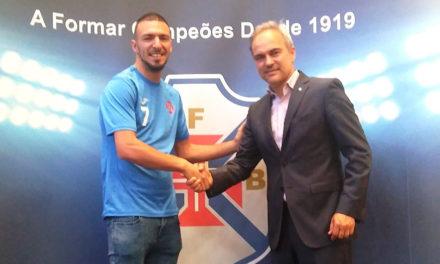 Fábio Armando continua de Azul