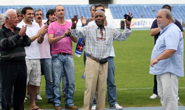 Veteranos em torneio de homenagem a Vicente Lucas