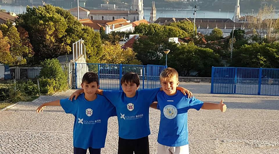 Jovens d' Os Armacenenses em treinos de observação no Restelo