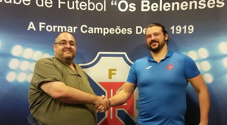 Miguel Moreira avança para a sexta época ao serviço do andebol azul