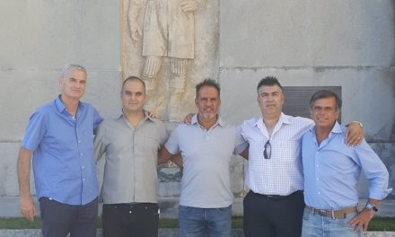 Antigo futebolista Leal na comitiva do Sampedrense que visitou o Restelo