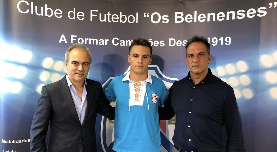 João Santos continua de azul e avança para a 8ª época no Restelo