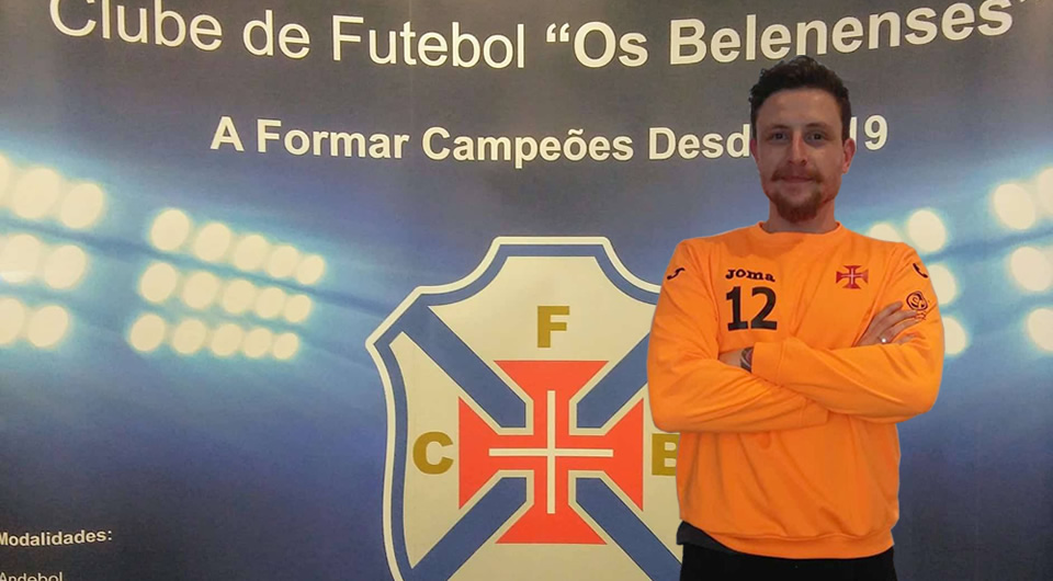 Internacional brasileiro Roney Franzini chega para a baliza do andebol