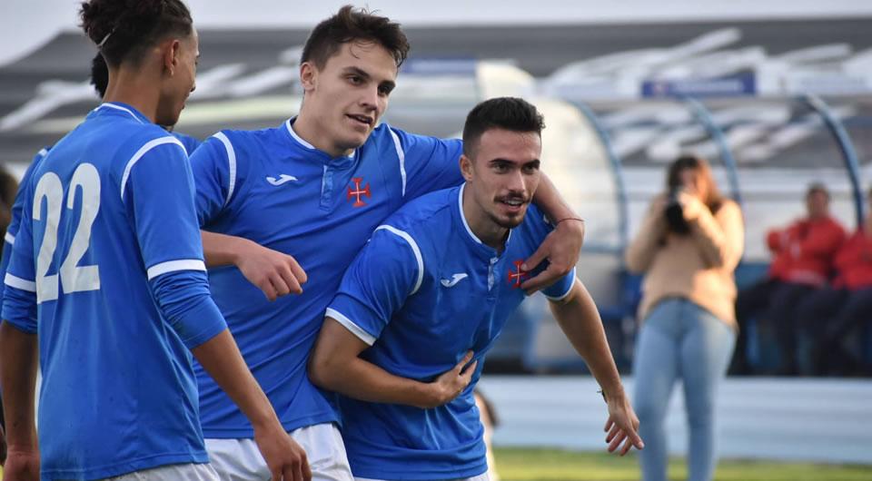 Goleada mantém a liderança em estreia de sonho de Afonso Alcario