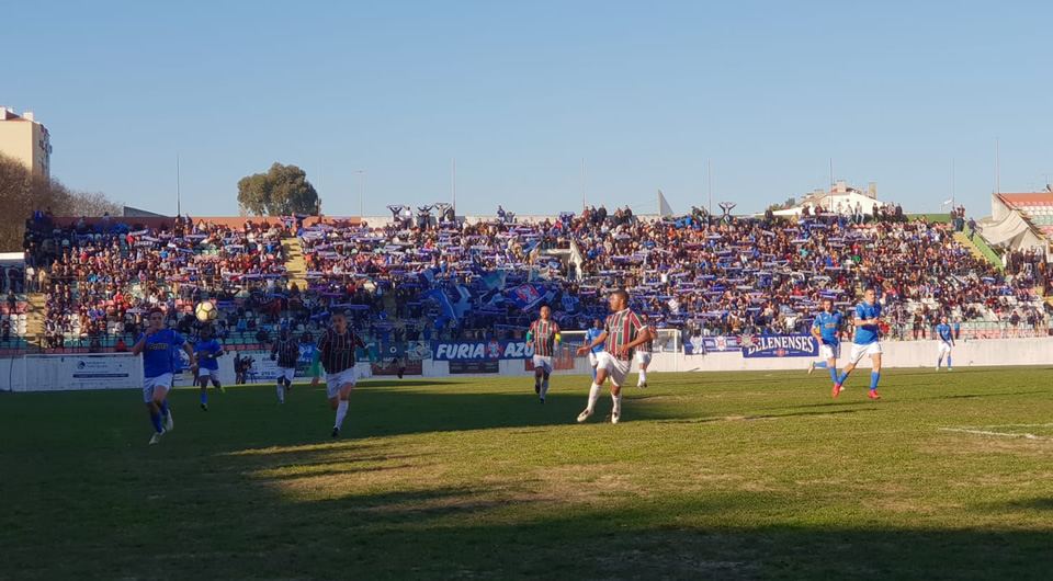 Azuis consentem o primeiro empate com um mar de gente na Reboleira