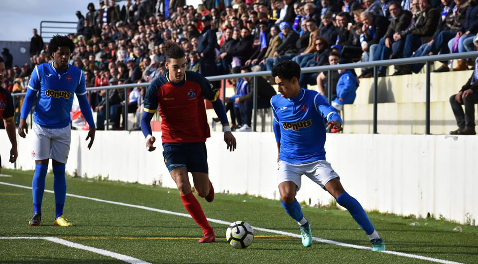 Porto Salvo coloca frente-a-frente os dois primeiros no domingo