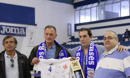 Ljubomir Obradovic homenageado no último jogo caseiro do Grupo A