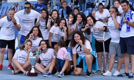 Juniores femininas de Futsal receberam troféu do Torneio Extraordinário