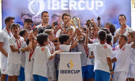 Formação traz para o Restelo quatro troféus da Ibercup