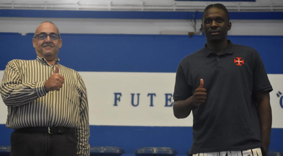 Poste Vinicios Figueiredo reforça basquetebol do Belenenses